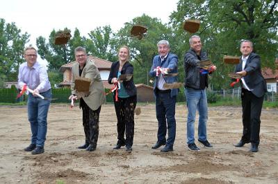 Baustart - Erste Spatenstiche für die neue Kita im Rohrbecker Weg sind gesetzt