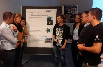 Teilnehmer am Bürger-Workshop diskutieren ertse Ideen
