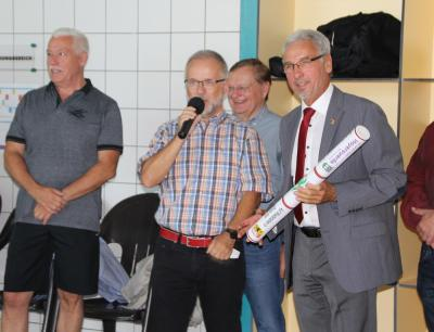 Foto zur Meldung: 7. Schwimmen für Demokratie und Toleranz in Hoyerswerda - Görlitz übernimmt den Staffelstab für 2018