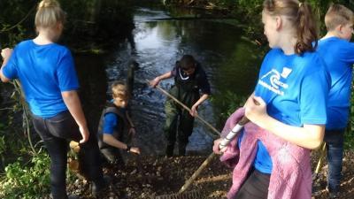 Foto zur Meldung: Unser 7. Wassercamp im Wildpark Eekholt mit Renaturierung, Fernsehen und Staatssekretärin