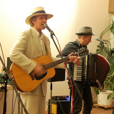 Foto zur Meldung: Lüül und Band begeistert in der Villa