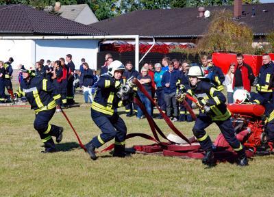 Foto zur Meldung: Feuerwehren des Amtes Elsterland zeigen ihr Können