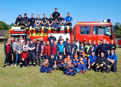 Foto zur Meldung: Nach dem Amtsausscheid ging es zum Doppeljubiläum in der Rückersdorfer Feuerwehr