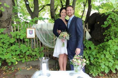 Christian Manske und Teresa Gaschitz gaben sich unter der Schenklengsfelder Linde das Ja-Wort