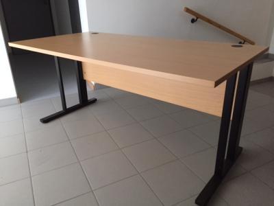 Vorschaubild zur Meldung: Schreibtisch zu verkaufen