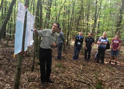 Vorschaubild zur Meldung: Waldbegehung: Die robuste Douglasie soll gedeihen