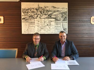 Bürgermeister Martin Dannhäußer und Herr Christoph Bernik von der Deutschen Telekom (von links)