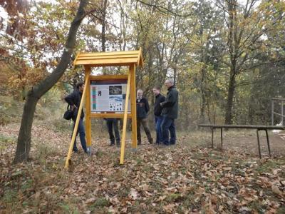 Vorschaubild zur Meldung: Neue Informationstafel am Geopunkt Schneckenberg im UNESCO Geopark Harz übergeben