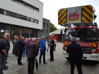 Foto zur Meldung: Feuerwehraltersabteilung besichtigt Mainzer Berufsfeuerwehr