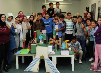 Foto zur Meldung: Wir bauen unsere Traumstadt: DaZ-Schülerinnen und -Schüler nehmen am Projekt des Wendepunktes e.V. teil