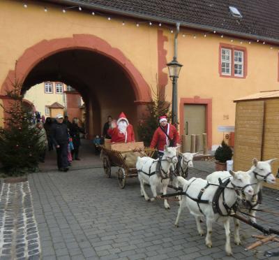 Vorschaubild zur Meldung: Nickelches Määrt am Gederner Schloss