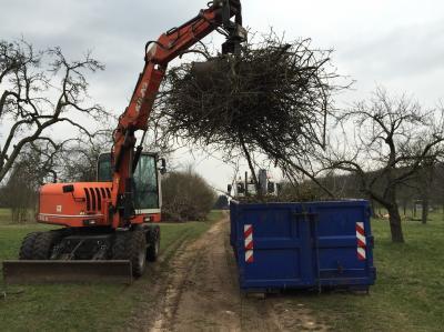 Auch 2018 wird Besitzerinnen und Besitzern von Streuobstwiesen wieder eine Abhol- und Häckselaktion für Obstbaumschnitt angeboten.