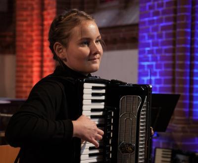 Foto zur Meldung: Musikschüler spielen für Glockenspenden
