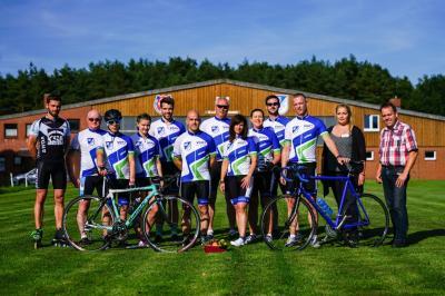 Foto zur Meldung: MTV Beedenbostel Radsportler mit neuen Trikots