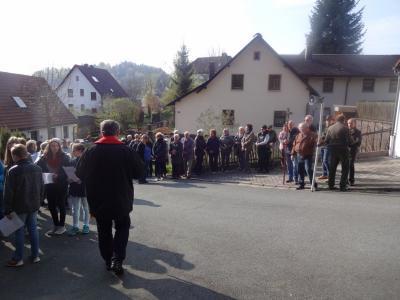 Foto zur Meldung: Kreuzweg zur Kapelle am Karfreitag