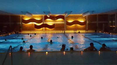 Vorschaubild zur Meldung: Candle-Light Schwimmen im Hallenbad
