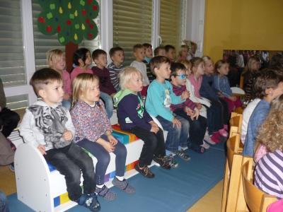 Vorschaubild zur Meldung: Die Kinder des Kindergarten Hegelstrasse erleben die Dunkelheit