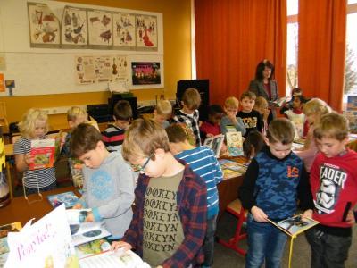 Foto zur Meldung: Zum Schmökern in die Schule