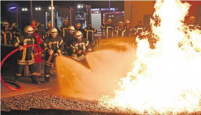 Das Sicherheitstechnische Trainingszentrum in Oberneisen ist nur eines von sechs anerkannten Trainingszentren in Deutschland. In dieser Woche durchliefen Feuerwehrleute der Verbandsgemeinde Montabaur die theoretische Schulung und konnten im praktischen Te