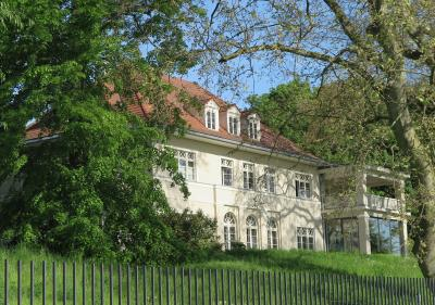 Foto zur Meldung: Villa Starck am Jungfernsee: Die Entwicklung des Anwesens vom barocken Weinberg zum heutigen Villenpark