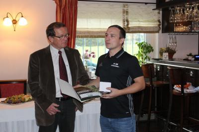 Foto zur Meldung: Klaus Löwe erhält Ehrung anläßlich seines Ehrentages