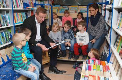 Foto zur Meldung: Landrat war als Vorleser in Rückersdorf unterwegs