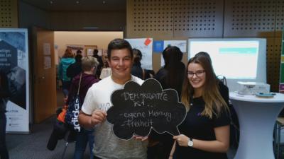 """Foto zur Meldung: """"Modellschule für Partizipation und Demokratie"""" den Demokratietag in Mainz"""