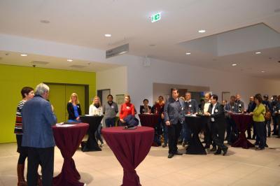 Gründertag 2017 - Etwa 50 interessierte Teilnehmer verfolgten das Podiumsgespräch, besuchten die Fachvorträge und tauschten sich in der Stadthalle mit anderen Gründungsinteressierten, Ausstellern und Beratern aus.