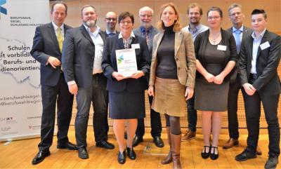 Foto zur Meldung: Verleihung Berufswahlsiegel in Kiel