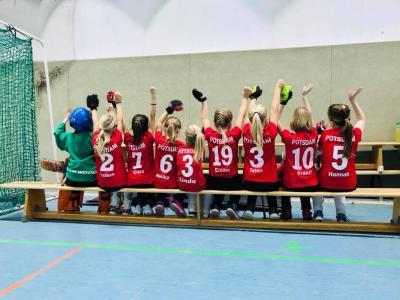 Foto zur Meldung: D-Mädchen sammeln Erfahrung bei ihrem Spieltag in Potsdam