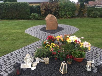 Foto zu Meldung: Friedhof Germendorf: Verschönerung der anonymen Wiese