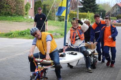 Foto zu Meldung: Seifenkistenrennen bei der Dorfplatzeinweihung