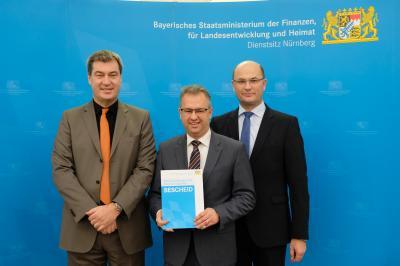 Von links: Finanzminister Markus Söder, 1. Bürgermeister Martin Dannhäußer, Staatssekretär Albert Füracker