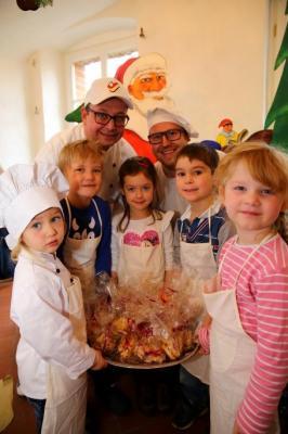 Vorschaubild zur Meldung: Weihnachtsbäckerei im Schlosswirt Meseberg