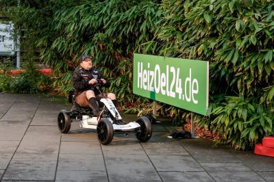 Foto zur Meldung: Joey Kelly holt sich den Weltrekord mit dem Kettcar