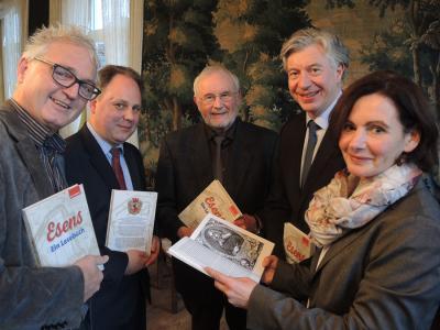 Vorschaubild zur Meldung: Stadt Esens gibt Anthologie mit ausgewählten Beiträgen von Gerd Rokahr heraus.