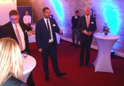 Während des Festaktes: Von links Vorstand Mats Henriksson, Werkleiter Thomas Rübsam und Vorstand Dr. Christian Hauer