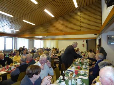 """Vorschaubild zur Meldung: Senioren-Weihnachtsfeier der Stadt Wächtersbach """"auf der Platte"""" Vorweihnachtliche Stimmung bei Winterwetter"""