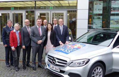 Die Sicherheitsinitiative KOMPASS wurde vom Hessischen Innenminister Peter Beuth (rechts im Bild) in Kooperation mit den Verantwortlichen der beteiligten Kommunen und der Polizei am 6. Dezember unter anderem in Hanau vorgestellt.