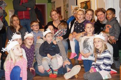 Viele Kinder kamen mit ihren Eltern, Großeltern, Freunden und  Bekannten. Foto: Kita Wingertstraße