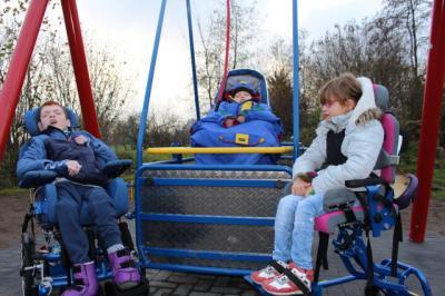 Vorschaubild zur Meldung: Die Rollstuhlschaukel – ein kleines Abenteuer der besonderen Art