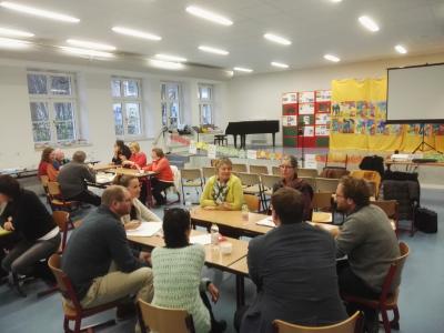 Am Samstag kamen rund 20 Personen zusammen, die intensiv den vorliegenden Entwurf zum inklusiven Teilhabeplan diskutierten