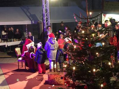 Foto zu Meldung: Weihnachtliches Markttreiben der Stadt Nienburg (Saale)