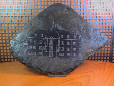 Dachschieferplatte mit Schloss-Skizze als Druck