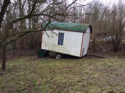 Foto zur Meldung: Vandalismus am Bauwagen des Waldkindergartens