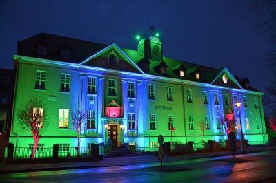 Falkenseer Rathaus im weihnachtlichen Lichterglanz