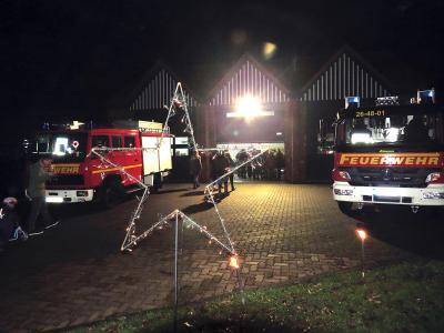 Lebendiger Adventskalender bei der Feuerwehr Seester