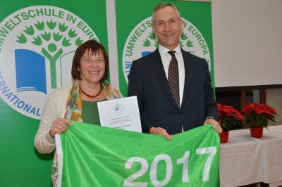 Foto zur Meldung: Drei Sterne für die Röslauer Umweltschule 2017!