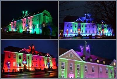 Falkenseer Rathaus erstrahlte im weihnachtlichen Lichterglanz.