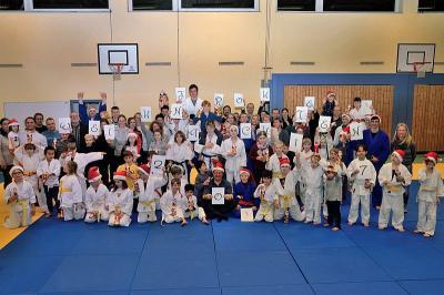 Foto zur Meldung: Alle Jahre wieder: Das Hemminger Judo-Abschlußtraining auf weihnachtliche Art